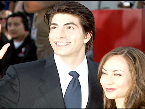 brandon routh and courtney ford at the 'superman returns' premiere at the mann village theatre in westwood california on june 21 2006 - brandon routh bildbanksvideor och videomaterial från bakom kulisserna