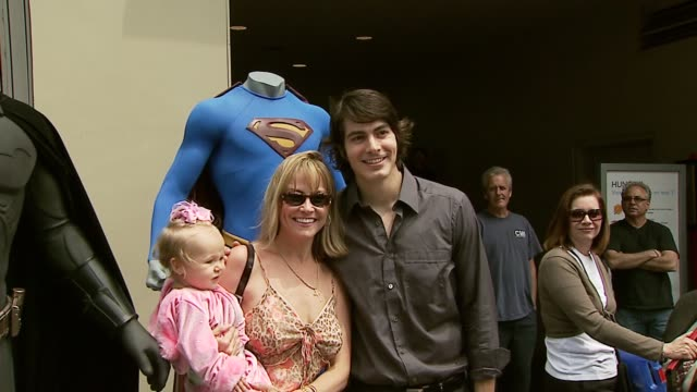 brandon routh and fan at the dedication of jon peters' walk of fame star at the hollywood walk of fame in hollywood california on may 1 2007 - brandon routh bildbanksvideor och videomaterial från bakom kulisserna