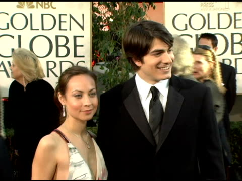 brandon routh and guest at the 2006 golden globe awards arrivals at the beverly hilton in beverly hills california on january 16 2006 - brandon routh bildbanksvideor och videomaterial från bakom kulisserna