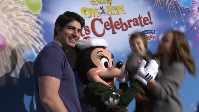 brandon routh at disney on ice presents let's celebrate presented by stonyfield yokids organic yogurt in los angeles ca - brandon routh bildbanksvideor och videomaterial från bakom kulisserna