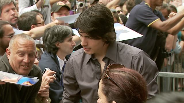 brandon routh at the dedication of jon peters' walk of fame star at the hollywood walk of fame in hollywood california on may 1 2007 - brandon routh bildbanksvideor och videomaterial från bakom kulisserna