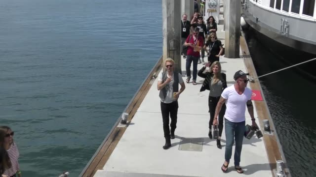 brandon routh dominic purcell and caity lotz greet fans outside the imdb yacht at san diego comiccon international 2018 at celebrity sightings at... - brandon routh bildbanksvideor och videomaterial från bakom kulisserna