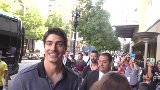 brandon routh with fans at san diego comiccon international at celebrity sightings at comiccon on july 22 2016 in san diego california - brandon routh bildbanksvideor och videomaterial från bakom kulisserna
