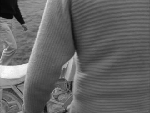 brands hatch race / scrambling at pirbright england kent brands hatch ext ts several bikes round corner / ms one corners no11 d minter past to bv /... - scrambling bildbanksvideor och videomaterial från bakom kulisserna