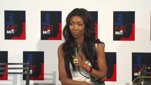 brandy, mya on being a part of the we are the world 25th anniversary recording for haitian earthquake relief at the we are the world 25th anniversary... - 歌手 マイア点の映像素材/bロール