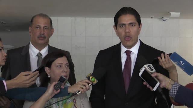 vídeos y material grabado en eventos de stock de brasil acepto instalar en el estado fronterizo de roraima al norte del pais un centro de acopio de ayuda humanitaria para venezuela informo el lunes... - estado de roraima