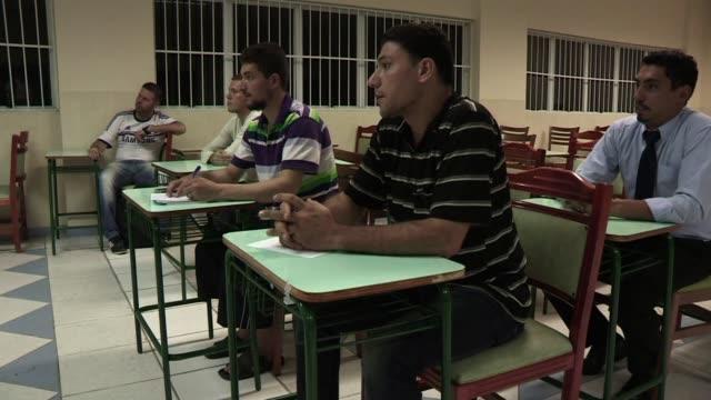 brasil es hoy el refugio de unos 1700 sirios que han huido de la guerra civil que se inicio en marzo de 2011 - guerra civil stock videos and b-roll footage