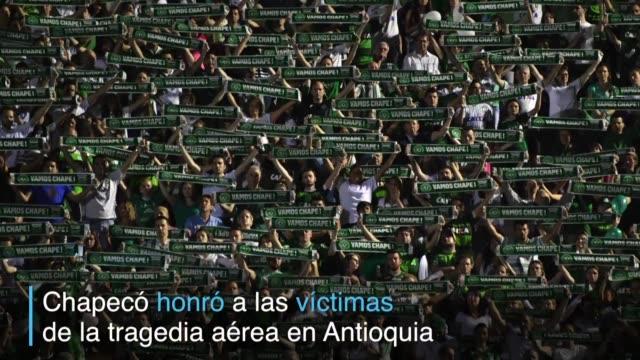 Brasil y Colombia honraron a las victimas del accidente aereo que dejo 71 muertos casi todos del club de futbol brasileno Chapecoense que iba a...