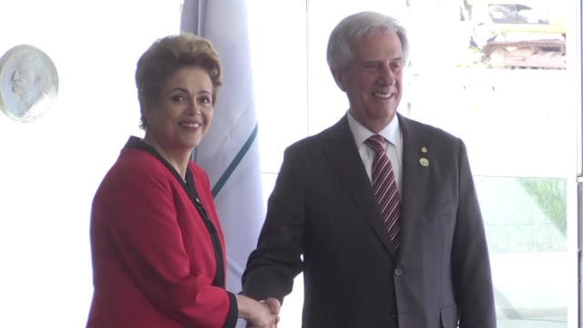 Brasil y Uruguay reclamaron publicamente que se flexibilice el Mercosur en las negociaciones extrazona antes de la cumbre del bloque que comenzo este...