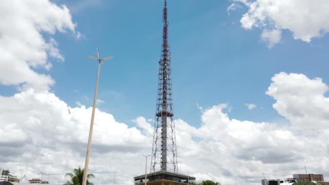 vídeos de stock, filmes e b-roll de torre de tv de brasília - tower