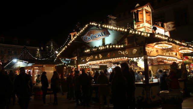 bratwurst grill at a christmas market with christmas decoration in germany visitors are enjoying arts and crafts and are tasting drinks like mulled... - advent calendar stock videos & royalty-free footage