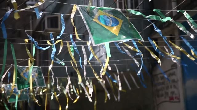 vídeos de stock, filmes e b-roll de ha cu brazil colored streamers decorate the mare favela complex currently occupied by the army ahead of the 2014 fifa world cup on june 7 2014 in rio... - enfeitado