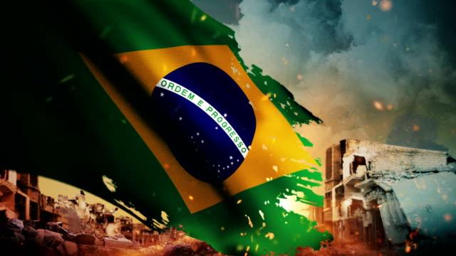 vídeos de stock, filmes e b-roll de 4k brasil bandeira - crise / guerra / fire (loop) - guerra civil