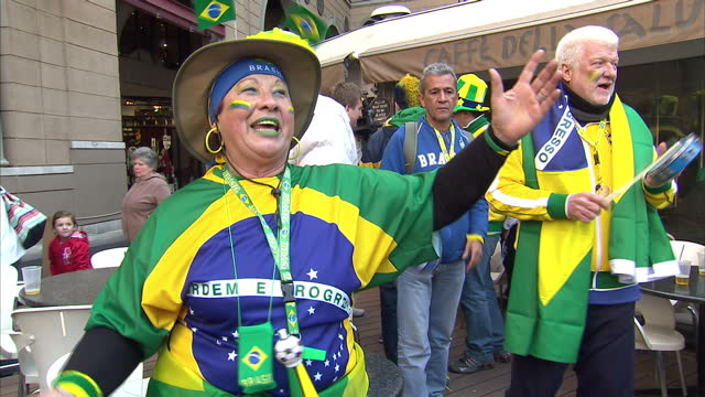 brazil football fans hanging around singing and playing instruments at world cup general views of world cup fans around johannesburg on eve of north... - fußballweltmeisterschaft 2010 stock-videos und b-roll-filmmaterial