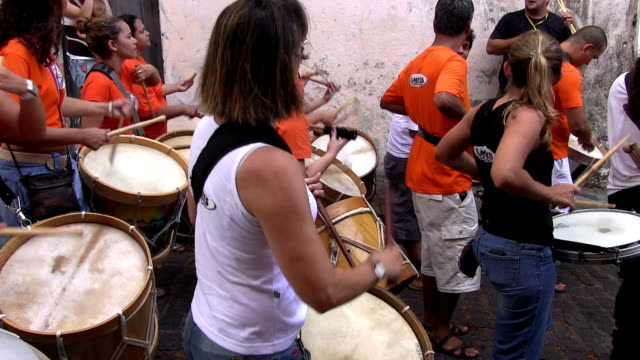 vídeos de stock e filmes b-roll de brazil, olinda, music and carnival - áudio disponível online