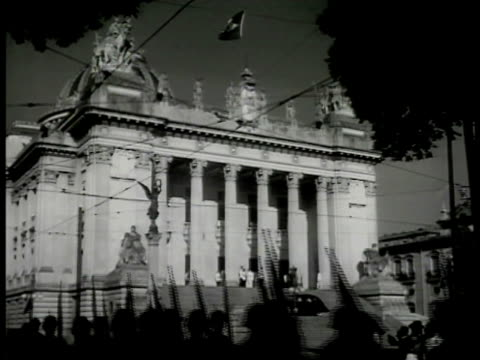 brazil parliament w/ flag brazilian soldiers marching fg. int members in parliament meeting . brazil president getulio vargas talking at podium. rio... - 1942 stock videos & royalty-free footage