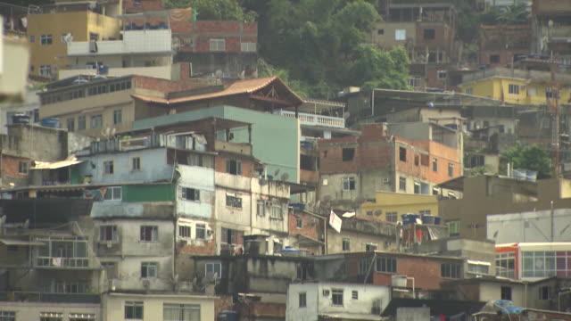 vídeos de stock e filmes b-roll de brazil rio de janeiro slums - favela