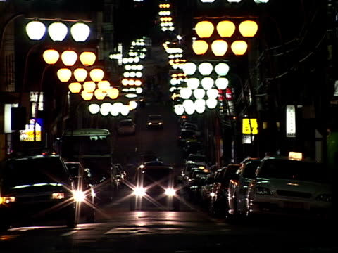 ms, zi, zo, brazil, sao paulo, traffic in bairro da liberdade at night - liberdade stock-videos und b-roll-filmmaterial