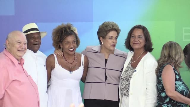 stockvideo's en b-roll-footage met brazilian artists and intellectuals met with president dilma rousseff thursday to show their support amid an impeachment process which they consider... - staatsgreep