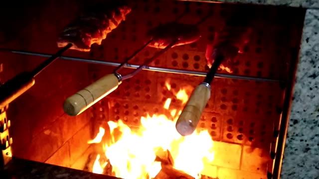 brasilianischer barbecue - bundesstaat rio grande do sul stock-videos und b-roll-filmmaterial