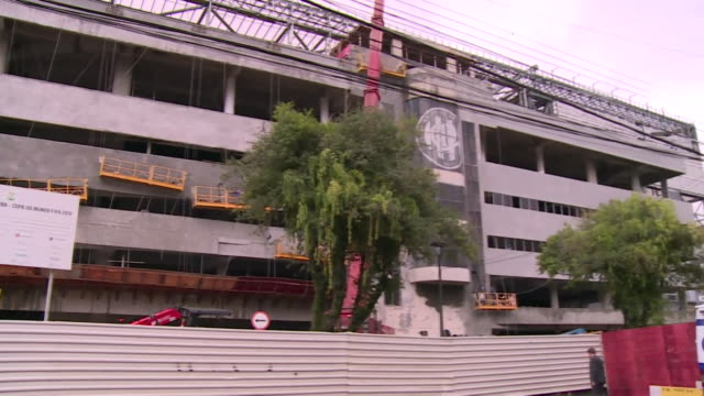 brazilian construction workers building football stadium in curitiba in the lead up to the 2014 fifa world cup - brasile meridionale video stock e b–roll