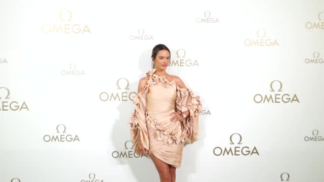vídeos de stock, filmes e b-roll de brazilian fashion model alessandra ambrosio attends a launch event of omega constellation manhattan ladies watch collection on april 25 2019 in... - alessandra ambrosio