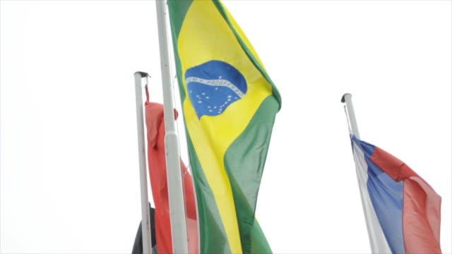 vídeos de stock e filmes b-roll de bandeira brasileira isolado no fundo branco, esvoaçante (hd720p - quatro objetos
