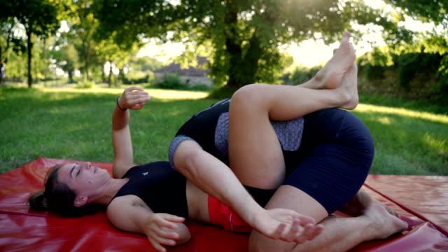 ブラジル柔術訓練デモンストレーション - スポーツ用語点の映像素材/bロール