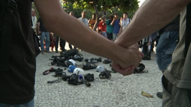 brazilian journalists photographers and cameramen protest in rio after a colleague injured while reporting on violent clashes with demonstrators is... - violence stock videos & royalty-free footage