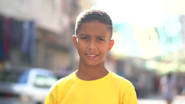 Brasilianische Kind Portrait bei Favela