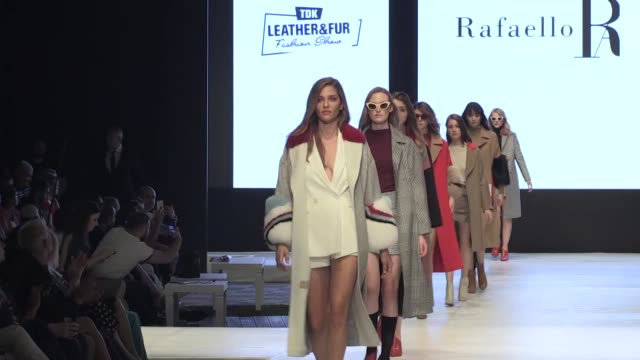 brazilian model ana beatriz barros attends leather & fur fashion show in antalya, turkey on may 22, 2019. barros stumbles on the catwalk. ana beatriz... - fashion show点の映像素材/bロール