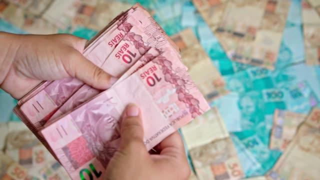 vídeos de stock, filmes e b-roll de brasileiro dinheiro - fazer dinheiro
