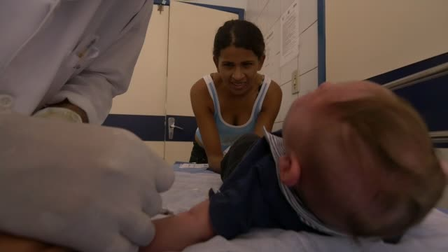 brazilian mothers of children affected by zika virus visit uk to raise awareness; england: int various shots babies with microcephaly crying mother... - virus zika video stock e b–roll