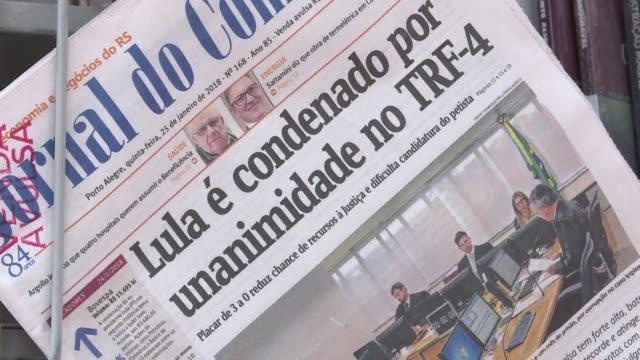 brazilian newspapers headlined the failed appeal of brazil's popular but divisive ex president luiz inacio lula da silva against a corruption... - südbrasilien stock-videos und b-roll-filmmaterial