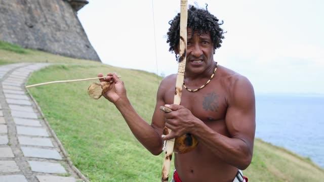 brazilian playing berimbau instrument in salvador, bahia, brazil - pardo brazilian stock videos & royalty-free footage