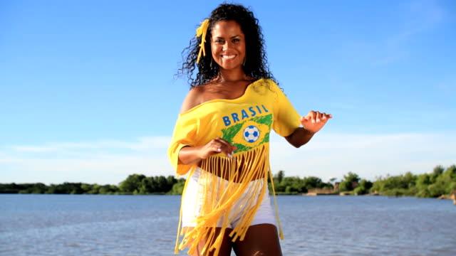 vídeos de stock, filmes e b-roll de samba brasileiro - símbolo sexual