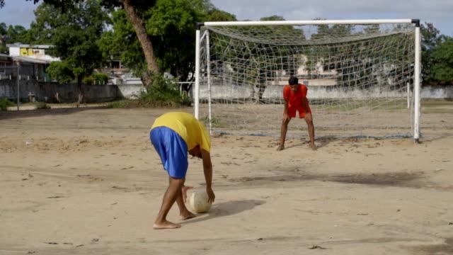 vidéos et rushes de joueur de football brésilien - membres du corps humain
