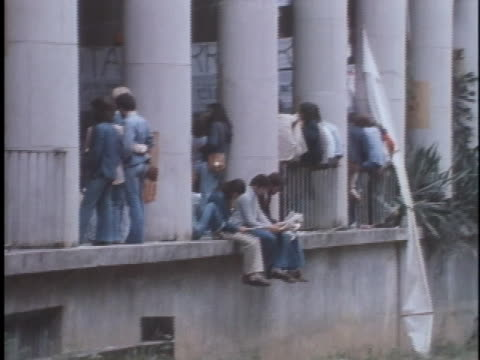 vídeos de stock, filmes e b-roll de brazilian students attending a rally against government oppression wait on a balcony - human rights or social issues or immigration or employment and labor or protest or riot or lgbtqi rights or women's rights