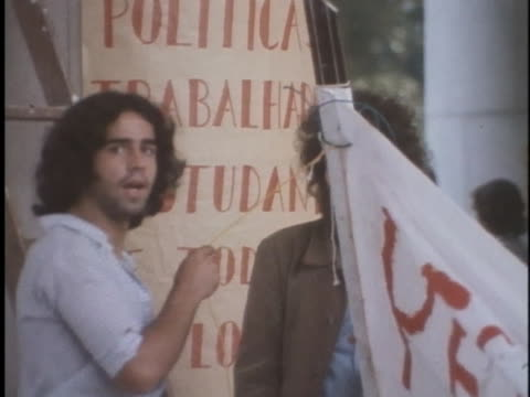vídeos de stock, filmes e b-roll de brazilian students prepare banners before demonstrations against government oppression - human rights or social issues or immigration or employment and labor or protest or riot or lgbtqi rights or women's rights