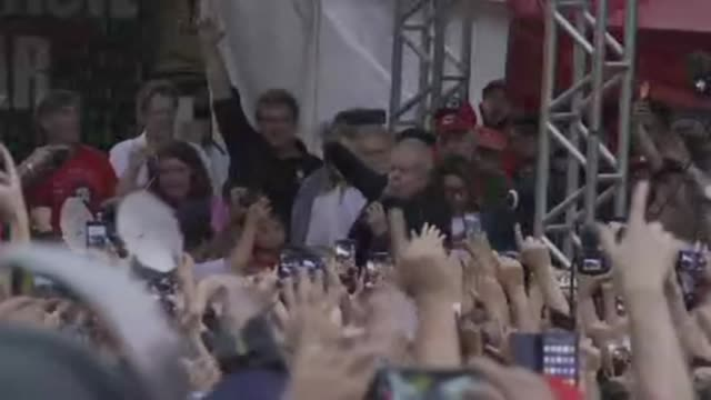 brazils leftist icon luiz inacio lula da silva addresses supporters after walking free from jail having spent a year and a half behind bars for... - prisoner icon stock videos & royalty-free footage