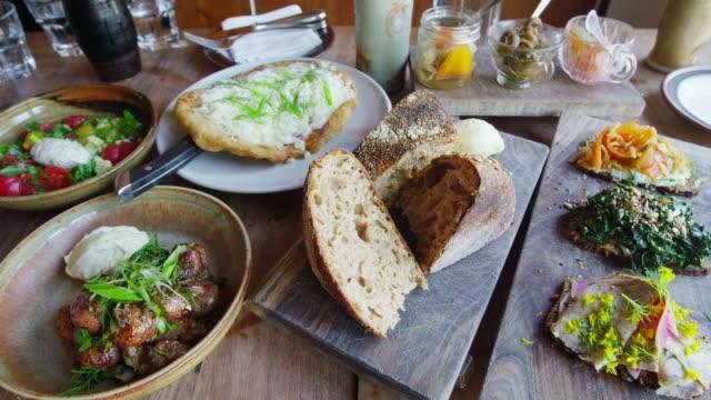 vídeos de stock e filmes b-roll de bread and dishes on the dining table in san francisco - sanduíche