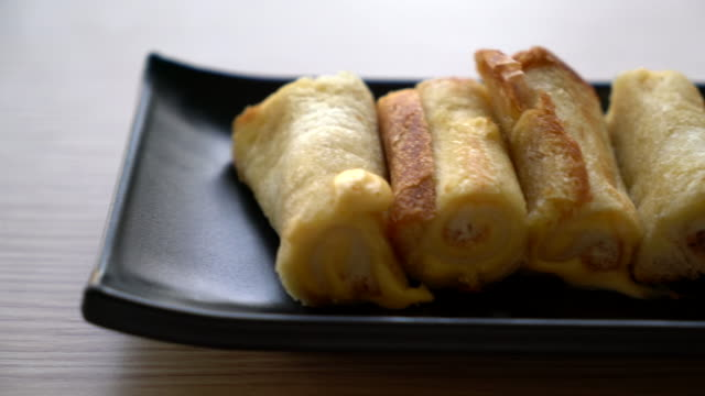 bread cheese roll