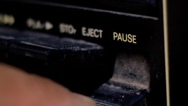 pause knöpfe - resting stock-videos und b-roll-filmmaterial