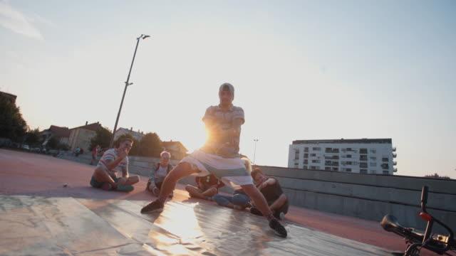 vidéos et rushes de le breakdance est notre mode de vie - breakdance