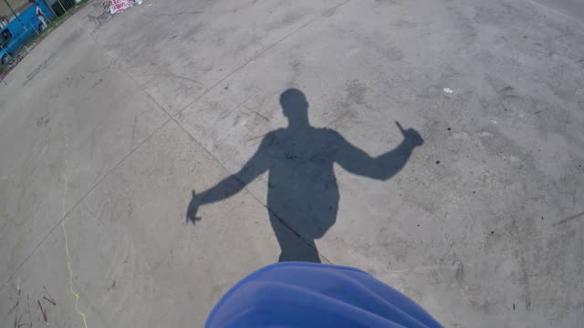 stockvideo's en b-roll-footage met breakdancer shadow. - been