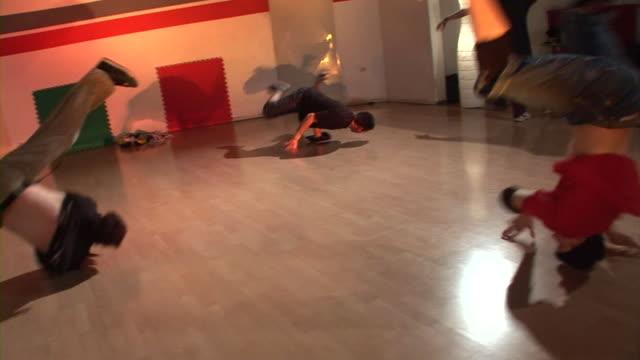 hd steadycam: breakdancing - breakdancing stock videos & royalty-free footage