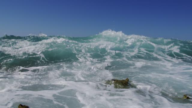 stockvideo's en b-roll-footage met breaker crashes over camera on beach, bahamas - bimini