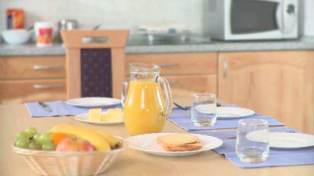 HD DOLLY: Breakfast