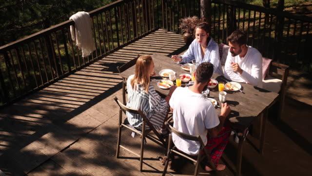 vidéos et rushes de petit déjeuner - terrasse