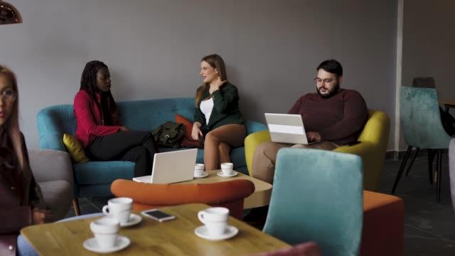 stockvideo's en b-roll-footage met breaking away van het kantoor om zaken te doen - kantine